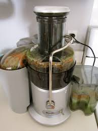 breville juicer in action
